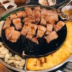 韓国創作焼肉 雪姫亭 - サムギョプサルセット2人前