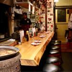 おでん&ワイン カモシヤ - おでん鍋とカウンター席
