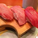 地魚回転寿司 丸藤 - 料理写真:鮪味くらべ¥680