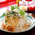 だいきちカレー - 大根サラダ眉山盛り。シャキシャキの食感の大根を和風ドレッシングで召し上がれ。