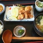 魚釣茶屋 居心ち家  - 唐揚げ定食780円(税別)