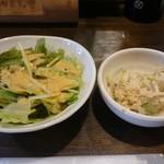 どんど晴 - ランチのサラダと小鉢です