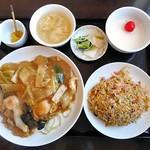 ヒラフ 中華ダイニング ニーズ - 料理写真:ハーフ餡かけ焼ソバ&ハーフチャーハン