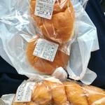 上田屋 - ねじりパンは手前♫2個購入。息子が1個ペロリと食べちゃった!