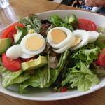 KAMO Kitchen - 小エビとアボガドのコブサラダ