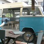 KAMO Kitchen - 店内から見たバス