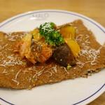 マロ ガレット アンド キッシュ - 鶏と夏野菜のプロヴァンス風トマト煮ガレット