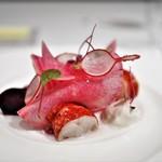 ラドニス -  ヨーロッパ産オマール海老のルージュサラダ シェーブルクリームと自家製燻製ドレッシング