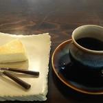 珈琲パーラー P.berry - チーズケーキとマンデリン。