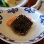 お料理 とみやま - 昆布の佃煮、大根の味噌漬け、赤大根の漬物アップ