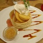 70781820 - 桃のパンケーキ