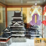 マサムラ - 店舗入り口の松本城の砂糖細工と七夕人形