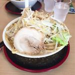 ガッツリラーメン 暁 - ラーメン 大盛り 野菜マシ ニンニク