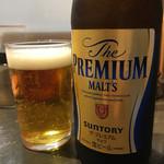 70784494 - ビールは瓶のプレモルオンリーですよ