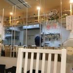 麺物語 つなぐ - 鏡張りの壁