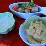 とみ栄荘 - 料理写真:浮袋(右)、たたき(奥)、卵(左)