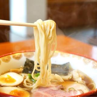 自然派ラーメン 神楽 - 料理写真:つるりとした麺
