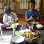 70791494 - 豚丼大1100円+豚丼並850円+ランチセット100円