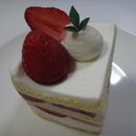 70794544 - 完熟イチゴのショートケーキ