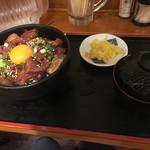 呑み処 圭 - まぐろユッケ丼(800円)
