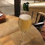 70799205 - お姉さんがシャンパンを注いでくれますが・・・