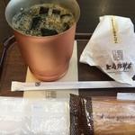 上島珈琲店 - アイスコーヒーR税込400円+ミルク珈琲アンパン 税込250円