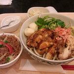 タイレストラン 沌 - 鶏肉の油麺とランチチャーハン