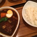 スープカレー屋 鴻 - ハンバーグカレー黒
