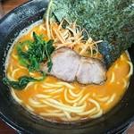 飯山家系濃厚豚骨ラーメン がぁたく - 料理写真: