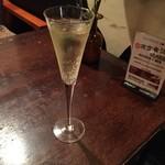 ホノホノカフェ - スパークリングワイン(辛口) 460円