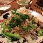 タイ東北料理イサーンキッチン - パッキーマオチャーハン? 辛くないので唐辛子+で