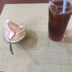 70806578 - アイスコーヒーとデザート
