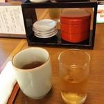 万平ホテル - 赤いケースの中には梅干しが
