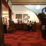 万平ホテル - 重厚なロビー
