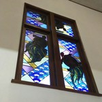 万平ホテル - 万平ホテルの旧名「亀屋」を象徴するステンドグラス