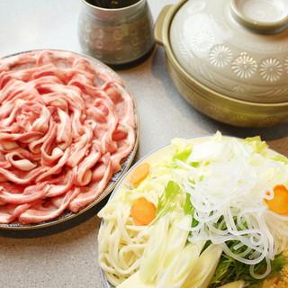お肉・お魚などの豊富なコース料理(お鍋もあり)