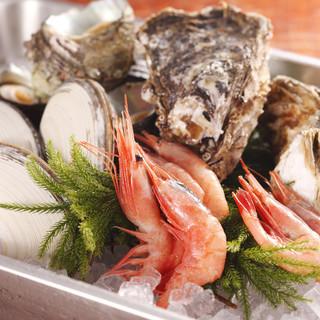 旬の厳選された鮮魚や食材にこだわっています。