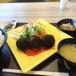 無 - 料理写真:駒門爆弾コロッケ定食780円