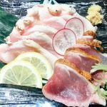 九州薩摩地鶏×個室居酒屋 由布院 新橋烏森店 - 地鶏のたたき盛り合わせ(菖蒲コース)