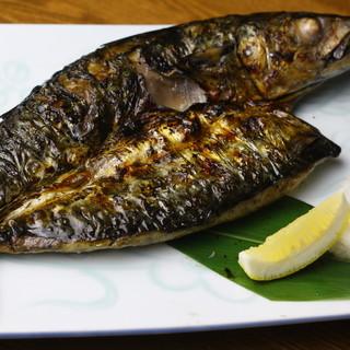 究極の干物を味わう!灰干し熟成魚を炭火でじっくり、ふっくらと