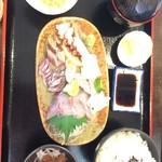 海鮮漁師料理 水軍 - お刺身盛り合わせ定食 1500円
