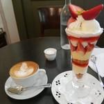 カフェドゥラプレス - 苺のパフェとカフェクレーム