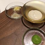 70816937 - サーヴィスのサラダに付きましたソルト2種とバーニャカウダ。