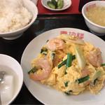 慶珍楼 - エビと玉子炒め 780円。