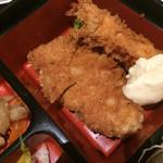 花太郎 - 主菜の一口カツとエビフライ