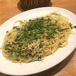 ラ カサリンガ - 釜揚シラスと青ネギのスパゲティ アーリオオーリオ ペペロンチーノ