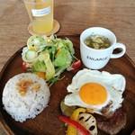S.W.G cafe by ENLARGE - ハンバーグプレートランチセット、酵素ジュース(みかん)