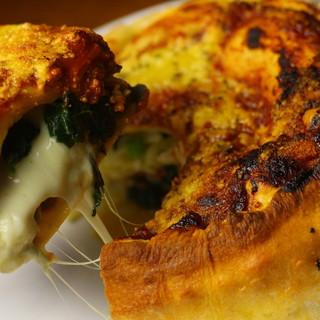 チーズたっぷり極厚ピザ♥名物【シカゴピザ】は必食♪