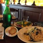 カフェ ラ・ボエム - 【ランチ】パスタ大盛り+パン+サラダ大盛り、スープなし1300円