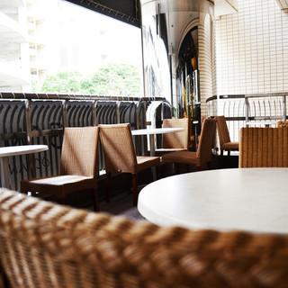 【テラス席】開放感溢れる、風通しも良い上質テラス